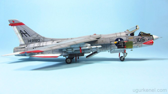 "F-8E ""VF-111 Sundowners"" Academy 1/72"