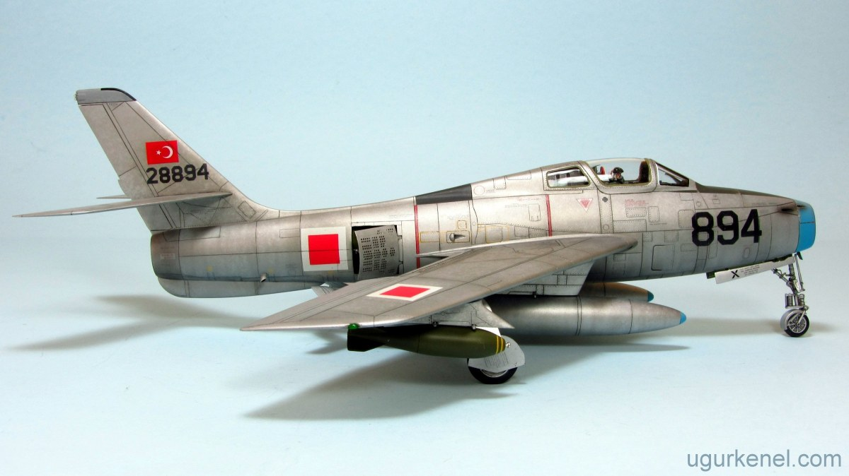 REPUBLIC F-84F THUNDERSTREAK - Hobbyboss 1/48